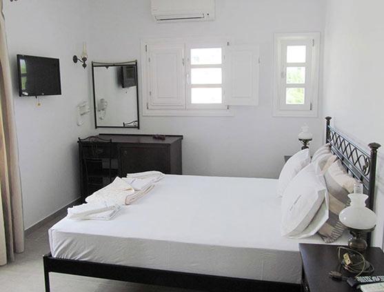 folegandros-paraporti-hotel-superior-with-veranda